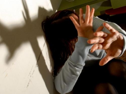 Drogata e stuprata a Milano, tre arresti