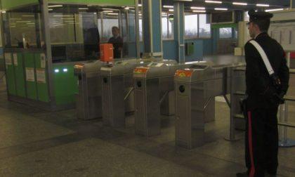 Armato di coltello minaccia addetto alla stazione di Gessate