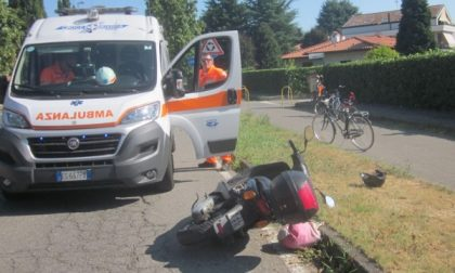 Cade dallo scooter a Inzago, 41enne in ospedale