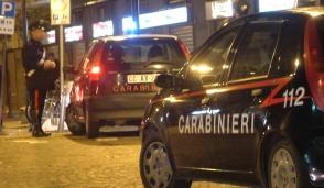 Calci e pugni ai carabinieri, in due al Pronto soccorso