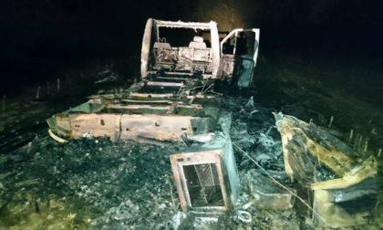 Camper rubato a Masate e bruciato nei campi