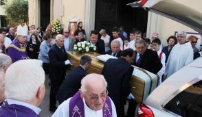 Carugate, una folla ha preso parte ai funerali di monsignor Camillo Locati