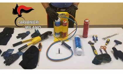 Cassano, due ladri arrestati mentre tentano il colpo in villa