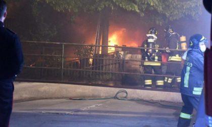 Devastante incendio in un capannone a Segrate