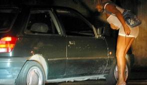 Due consigliere di Carugate sulle strade a incontrare le prostitute