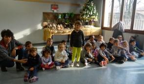 I bambini dell'asilo di Trecella fanno visita al Centro anziani