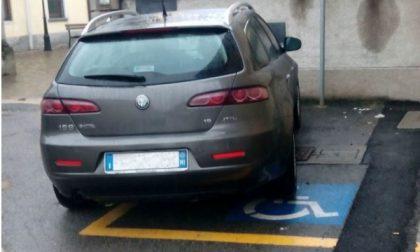 Il sindaco di Pozzo parcheggia nel posto disabili