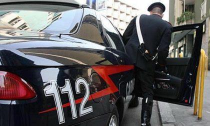 Pessano, tenta la rapina con due coltelli: arrestato