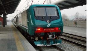 Pozzuolo: molesta ragazza sul treno, denunciato