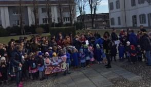 Ragazzi in piazza a Cernusco contro il bullismo