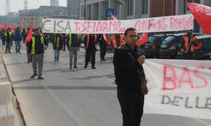 Stazione invasa dai lavoratori in protesta