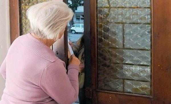 Trezzo truffatore si finge operaio comunale e ruba gli ori a un'anziana