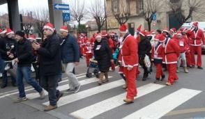 Tutti vestiti da Babbo Natale a Trezzo