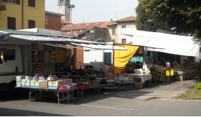 A Vaprio ritorna il mercato in piazza Caduti