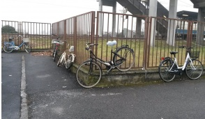 Vigili contro la sosta selvaggia delle bici, è guerra a Bussero