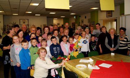 Merenda coi nonni acquisiti per i bimbi bielorussi LE FOTO