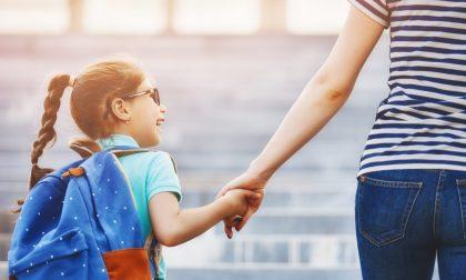 Passeggiate con i figli consentite, ma a un solo genitore