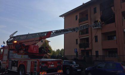 Lavasciuga a fuoco: incendio a Brugherio VIDEO E FOTO