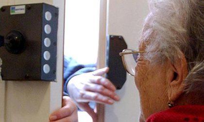 Anziana paga 1.500 euro per rilevatori di gas: c'è l'ombra della truffa