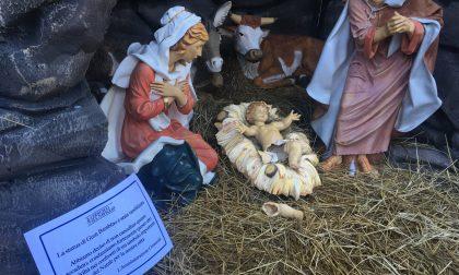 Vandali a Cernusco Spaccate le gambe a Gesù Bambino