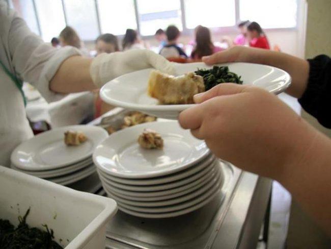 """Niente pasto ai morosi della mensa: giro di vite contro i """"furbetti"""""""