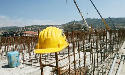 Il cantiere è sospeso, ma gli operai sono al lavoro: beccati e multati