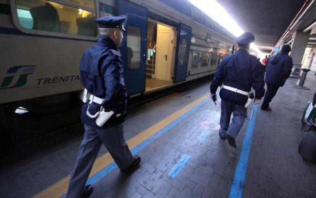 Ancora sassate contro un treno: è allarme