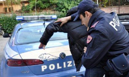 Coltello alla mano rapina un mini market, arrestato