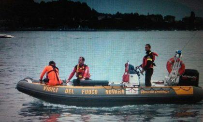 Barca a vela si incaglia: intervengono i pompieri