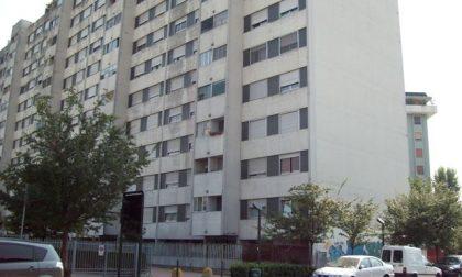 Occupa abusivamente una casa poi la affitta a 550 euro al mese