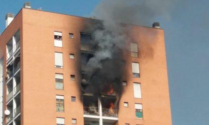 Morto 13enne intossicato nell'incendio di casa a Milano