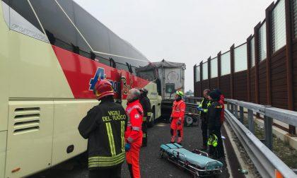 Tir contro autobus sulla A4: il racconto del testimone VIDEO