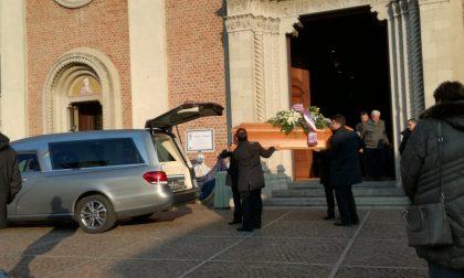 In centinaia per dare l'ultimo saluto a Valerio