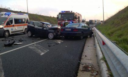 Schianto contro un camion a Pessano la donna è fuori pericolo