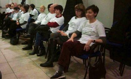 Protesta dipendenti del Comune di Fara: in assemblea con una maglia che inneggia alla sentenza