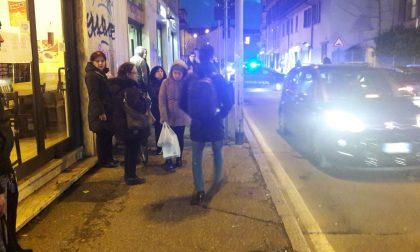 Pestato in strada a Cologno Monzese ferito un giovane