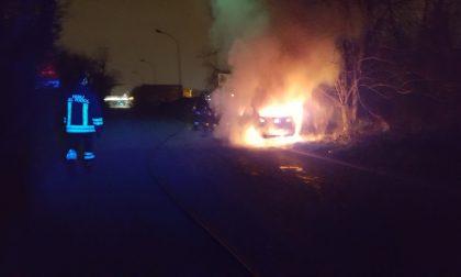 Auto bruciata a Cernusco sul Naviglio