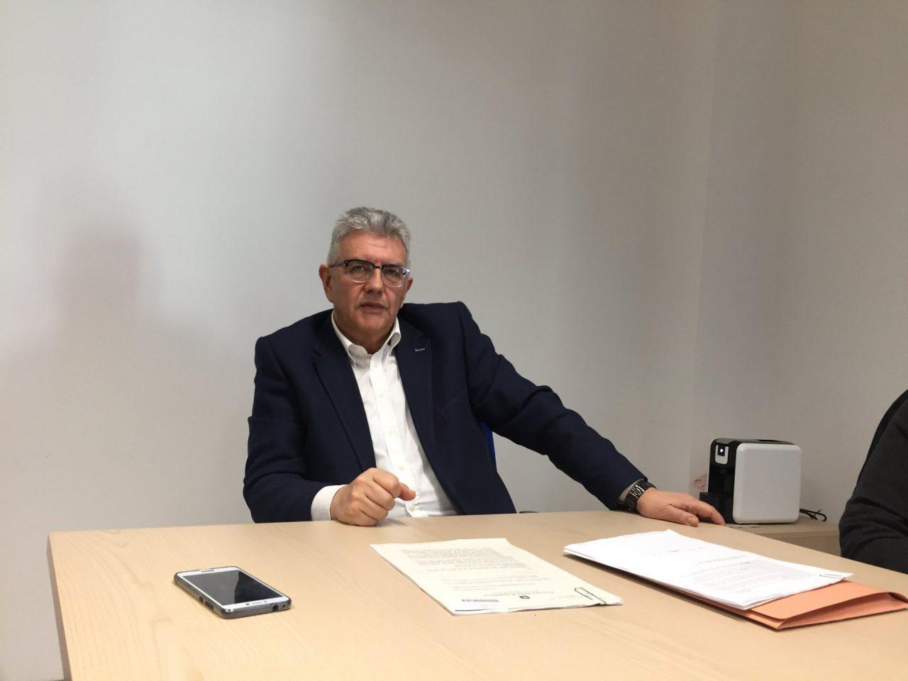 Il sindaco Dario Veneroni durante la conferenza stampa