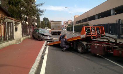 Incidente tra auto e camion a Pioltello