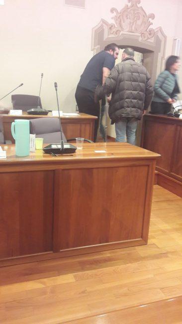 Cologno Monzese consiglio comunale Salvatore Biafora Lega con stampelle per salvare la maggioranza