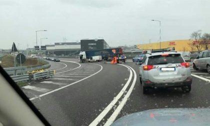 Incidente sulla Cassanese tra furgone e Tir