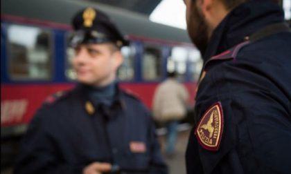 """Senza biglietto, prende a calci i poliziotti in stazione a Monza: assolta perché """"magra"""""""