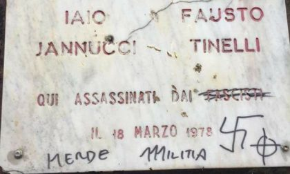 Sfregiata targa dedicata a Fausto  e Iaio
