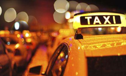 Taxi abusivi   A Milano la protesta dei regolari