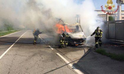 Un furgone incendiato a Vignate e tragedia sfiorata a Cassano PILLOLE