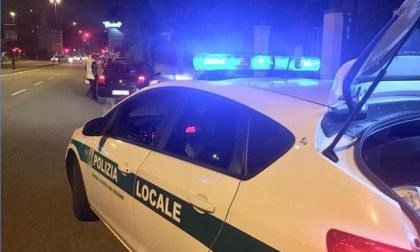 Insulti, sputi e petardi contro la Polizia locale: 28 denunciati