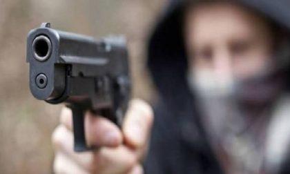 Rapina in farmacia a Vimodrone: pistola puntata alla dottoressa