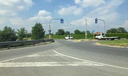 Rotonda al buio da due mesi, continuano gli incidenti a Pontirolo