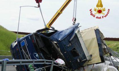 Incidente mortale sul raccordo Tem, muore camionista FOTO