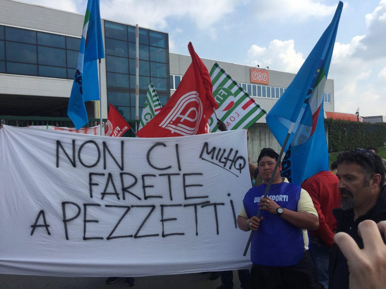Sciopero alla Tnt Fedex di Peschiera Borromeo contro i licenziamenti